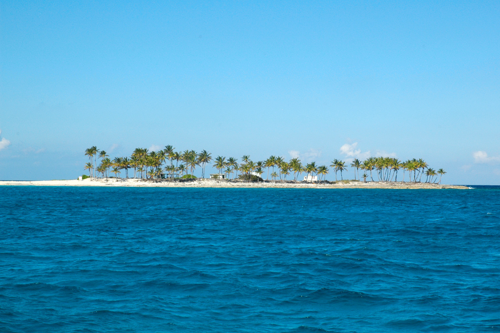 There are hundreds of islands like this to explorer in the Bahamas.