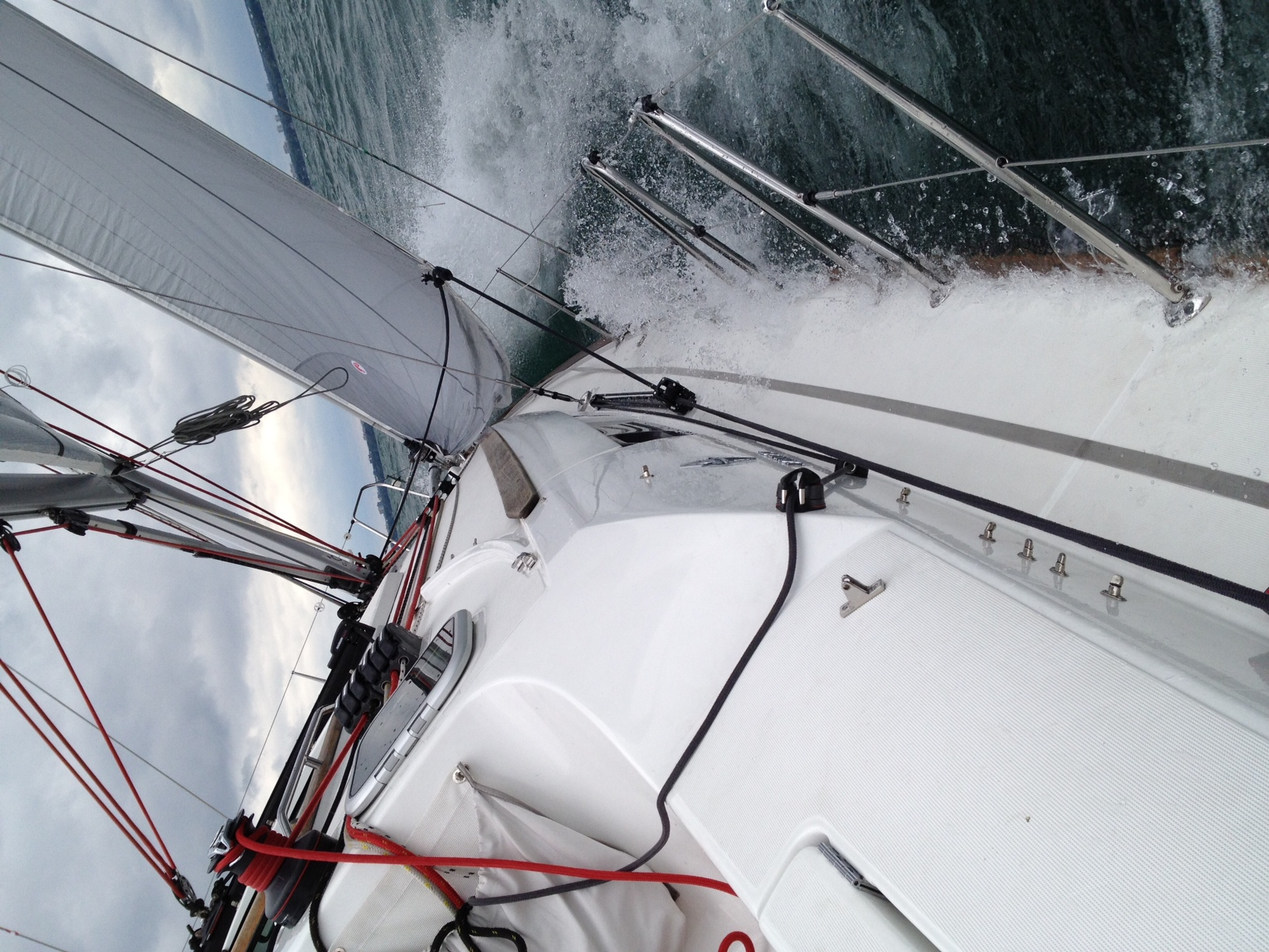 Blk Diamond! Beating Up Wind 7 to 7.5 knots of boat speed, in 20-25 knots of wind.