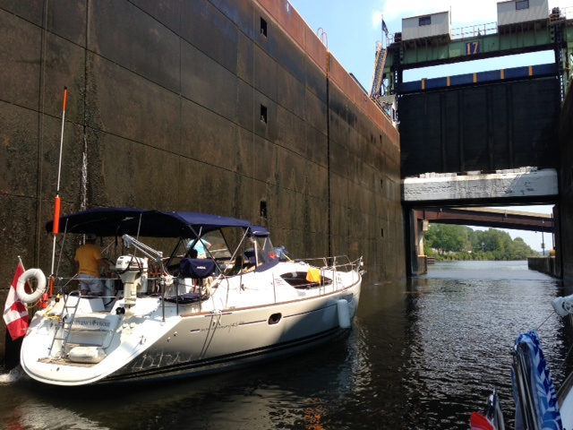 ** VIDEO ** Erie Barge Canal Locks in New York State.